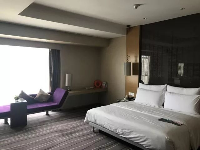 酒店   青岛万达艾美酒店入住体验-行走的葫芦爸